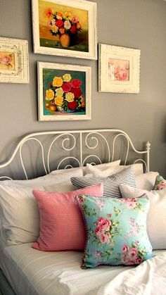 guest bedroom, love these accent colors
