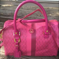 """Tory Burch Leather Carry All Ways Bag AUTHENTIC TORY BURCH Pink Carry All ways  This is a super cute bag that looks new except for bottom corner has white (see pic).                                                                               H 10"""". L14"""" strap is adjustable Interior is flawless Exterior very very minimal wear. Gold hardware Dustbag Retail new at 600 Please enlarge all pics as this bag is preowned. Measurements are estimated. Bag is sold as is. Tory Burch Bags Satchels"""