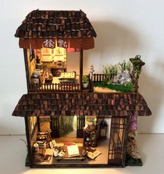 Artist Crafts Miniature Replicas of Japanese Houses Filled With Traditional Details Simon Lo creates incredible, scaled-down versions of traditional Japanese houses that are filled to the brim with.