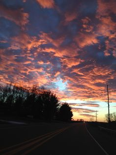 Pretty Sky, Look At The Sky, Sky Sea, Evening Sky, Sky Aesthetic, Sky And Clouds, Sunset Photography, Landscape Photos, Aesthetic Wallpapers