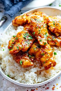 Dec 2019 - Whip up this honey garlic chicken for dinner tonight. Sweet honey, savory soy and garlic work together to create one insane chicken recipe. Whip this up and toss over a bed or rice for a better than takeout dinner at home. Easy Honey Garlic Chicken, Garlic Chicken Recipes, Recipe Chicken, Baked Chicken, Honey Garlic Chicken Sauce, Boneless Chicken Recipes Easy, Delicious Chicken Recipes, Honey Garlic Chicken Thighs, Chicken Lunch Recipes