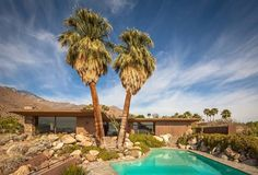 A Mid-century Modern oasis in the desert. Click on the image to discover the Edris House in Palm Springs.