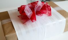 Pretty Presents: How to Tie a Tulle Bow