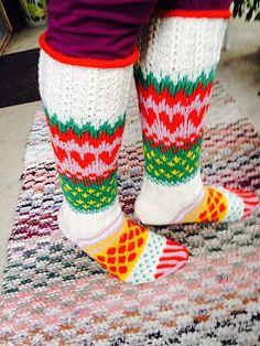 Ravelry: Viiden Ohjeen Paketti pattern by Mia Sumell Drops Design, Knitting Socks, Crafts To Do, Leg Warmers, Ravelry, Crochet, Socks, Knits, Breien