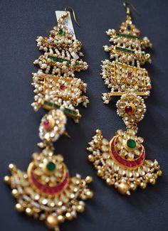 Kundan and pearl chandbali earrings, kundan inspired Long kundan earrings with chandbali and head harness Indian Jewelry Earrings, Indian Wedding Jewelry, India Jewelry, Gold Jewelry, Beaded Jewelry, Antique Jewelry, Tikka Jewelry, Urban Jewelry, Fancy Jewellery