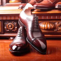 Advice When Shopping For The Designer Shoes. If you are a picky person who is totally consumed by the wide variety of remarkable designs of the designer shoes, then you are not alone. Mens Shoes Boots, Leather Shoes, Shoe Boots, Male Shoes, Gents Shoes, Men's Wedding Shoes, Oxford Brogues, Mens Designer Shoes, Derby Shoes