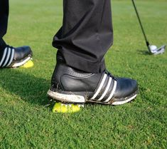 The key to stabilising your lower body rotation and playing better golf. Golf Driver Swing, Golf Drivers, Golf Betting, Golf Training, Training Tips, Golf Instruction, Golf Tips For Beginners, Golf Exercises, Callaway Golf