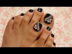 Toe Nail Designs give certain elegance to any woman's feet. Toe nail designs are beautiful and they complete the fashion look on every pedicure. Neon Toe Nails, Glitter Toe Nails, Purple Toe Nails, Black Toe Nails, Cute Toe Nails, Toe Nail Color, Feet Nails, Toe Nail Art, Toenails