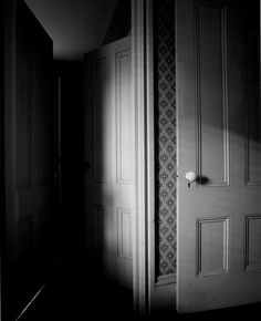Erich Hartmann, The Poetry of Daily Life Photography Series, Dark Photography, Erich Hartmann, Magical Room, Brassai, Light And Shadow, Basic Colors, Light Shades, Light In The Dark