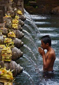 Tirta Empul Temple - 30 min from Ubud, This was once the bathing place for Balinese Kings. These are holy waters fed by a sacred spring that the Balinese Hindus have been coming to pray at for over a thousand years.