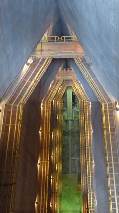 Interior da Usina de Itaipu (pedra que canta), Brasil/Paraguai.