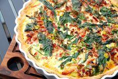 Blomkålstærte: Se en virkelig lækker opskrift på blomkålstærte med spinat og bacon, og selvfølgelig med dampet blomkål. Med hjemmelavet tærtedej.