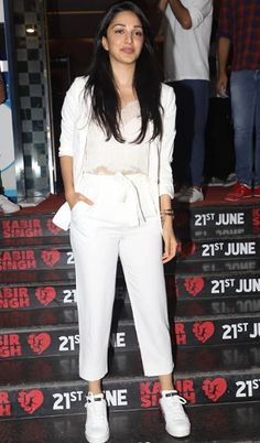 Just before the release of Kabir Singh, the team of Kabir Singh managed to do the screening of the movie for the Bollywood fraternity. Numerous actors, producers, singers and various other forms of artists turned up for the screening of the movie. Casual College Outfits, Trendy Outfits, Cool Outfits, Fashion Outfits, Most Beautiful Bollywood Actress, Beautiful Actresses, Bollywood Girls, Bollywood Celebrities, Stylish Dress Designs