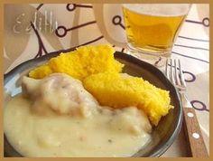 CIULAMA DE PUI CU USTUROI- Ciulama de pui cu usturoi - ca la mama acasa. Cu mamaliga. Si o bere rece (daca-i cald afara) daca nu, un vin bun. Ne trebuie: pulpe de pui 3-4 linguri de Food Platters, Food Dishes, European Dishes, Healthy Snacks, Healthy Recipes, Romanian Food, Hungarian Recipes, Recipes From Heaven, Restaurant Recipes