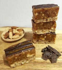 If you love a caramel slice then you are going to LOVE this healthy peanut version. At only 129 calories it is not only delicious but a healthy too. Healthy Mummy Recipes, Healthy Sweet Treats, Healthy Baking, Healthy Desserts, Raw Food Recipes, Sweet Recipes, Baking Recipes, Healthy Food, Vegetarian Recipes