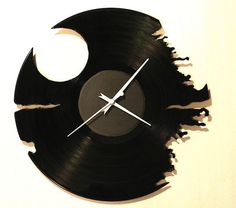 Oh man! My brother-in-law would love this for his computer room!! recycled-record-death-star-clock