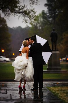 rainy wedding day turned adorable... I need to find a black and white umbrella just in case.  Love This!