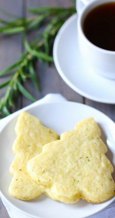 Rosemary Lemon Shortbread Cookies | gimmesomeoven.com