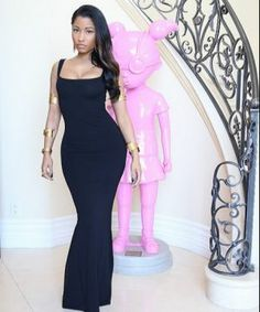 MTV Movie Awards 2014: Nicki Minaj Looks Surprisingly Minimal & Gorgeous in Alexander McQueen