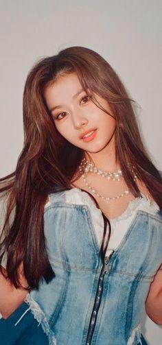 Pretty Korean Girls, Beautiful Asian Girls, South Korean Girls, Korean Girl Groups, Nayeon, Twice K Pop, Cute Girl Sketch, Billie Eilish, Sana Momo