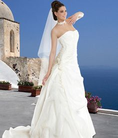 Robe mariage Modèle Elodie de Complicité d'occasion Occasion, Perfect Wedding, One Shoulder Wedding Dress, Articles, Wedding Dresses, Fashion, Gowns, Bride Gowns, Wedding Gowns