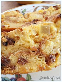 Eggnog Panettone Bread Pudding with Vanilla Sauce - Dessert Bread Recipes Panettone Bread Pudding, Bread Pudding Sauce, Chocolate Bread Pudding, Bread Puddings, Rice Puddings, Pudding Cake, Cake Chocolate, Gourmet Recipes, Sweet Recipes