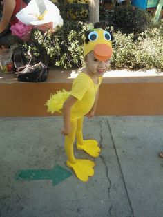 Disfraz sencillo de patito & Homemade duck costume | lego | Pinterest | Duck costumes Homemade ...
