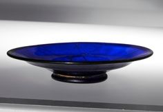 Imported Glass in Japanese Tomb Identified. A dark blue dish and a clear painted bowl recovered together from a fifth-century tomb in Nara Prefecture are evidence of Japan's far-reaching trade networks. Blue Dishes, Glass Dishes, Ancient Rome, Ancient History, Ancient Greece, Cobalt Glass, Hirst, Roman Empire, Glass Design