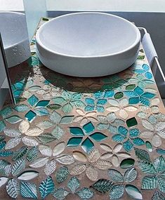 mosaik flisen badezimmer waschtisch floral türkis Tips For Decorating With a Floral Pattern It can b Mosaic Tile Designs, Mosaic Art, Mosaic Glass, Mosaic Tiles, Glass Tiles, Stained Glass, Teal Tiles, Blue Mosaic, Mosaic Floors