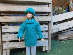 Hand knitted  teal green Barbie sweater and hat, teal green maxi sweater + hat for Barbie doll, Barbie oversized pullover, Barbie beanie. di lepropostedimari su Etsy