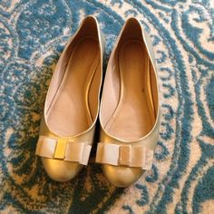 Banana republic metallic bow ballet flats Brand new! Super cute and comfortable. Banana Republic Shoes Flats & Loafers