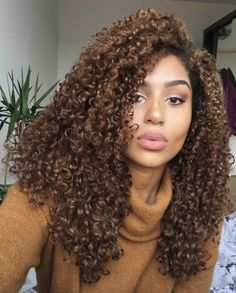 Pictures of natural brown curly hair - Brown Curly Hair, Short Curly Hair, Curly Hair Styles, Natural Hair Styles, Curly Wigs, Black Hair, 3c Natural Hair, Brown Curls, Kinky Curly Hair