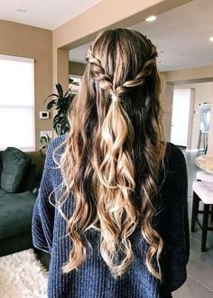 glamorous and timeless wedding hair half up half down hairstyles; wedding hairstyles tre glamorous and timeless wedding hair half up half down hairstyles; wedding hairstyles trendy hairstyles and colors wedding hairstyles half up hal… Easy Hairstyles For Long Hair, Girl Hairstyles, Wedding Hairstyles, Hairstyle Ideas, Trendy Hairstyles, Hair Ideas, Bangs Hairstyle, Prom Hairstyles Down, Simple Homecoming Hairstyles
