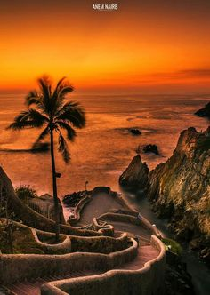 Night Of The Iguana, Amazing Sunsets, Vegas Strip, Vacation Places, Mexico Travel, Feeling Great, Golf Courses, Spanish, Stairs