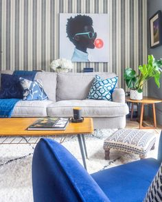 A formerly beige UK home is now brimming with shades of blue. #bluedecor #bluecolorpalette #thingsthatgowithblue #shadesofblue #bluelivingroom #livingrooms #livingroomideas #livingroomdecor Living Room Decor Unique, Bedroom Decor, Hippie Home Decor, Indian Home Decor, Hallway Wall Colors, Home Remodel Costs, Uk Homes, Luxury Homes Interior, Cheap Home Decor