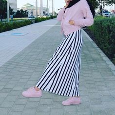 "365 Likes, 5 Comments - Salam Agha. (@pinky.heejab) on Instagram: ""#pinkyheejab 👛"""
