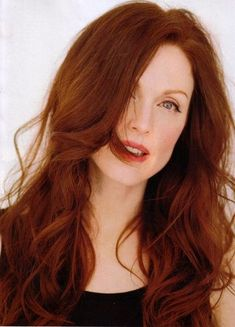 julianne moore long hairstyle