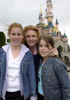 Sarah with her girls, Princess Beatrice and Princess Eugenie of York.