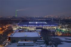 Wedaustadion, vorne Eishalle, im Hintergrund Stadtwerketurm