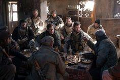 '12 Heróis', na trama após o ataque terrorista do dia 11 de setembro, equipes da..