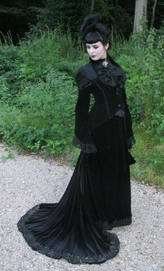 Top Gothic Fashion Tips To Keep You In Style. As trends change, and you age, be willing to alter your style so that you can always look your best. Consistently using good gothic fashion sense can help Gothic Steampunk, Victorian Gothic, Gothic Lolita, Victorian Fashion, Gothic Fashion, Victorian Dresses, Dark Gothic, Steampunk Clothing, Gothic Art