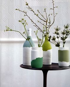 Green paint shades dipped vases via Elle decorationelle decoration france: really pretty dipped bottlesacrylic on jars/bottles iiiinspired: ideas for a crafty weekend could be done to any convenient bottle or whatever. DIY painted jars from Elle Deco Wine Bottle Art, Diy Bottle, Bottle Crafts, Glass Bottle, Glass Jars, Diy Décoration, Diy Crafts, Garrafa Diy, Cute Diy Projects