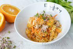 Fit kapustový šalát s pomarančom a kuracím mäsom Cottage Cheese, Tofu, Cabbage, Food And Drink, Health Fitness, Vegetables, Anna, Salads, Vegetable Recipes