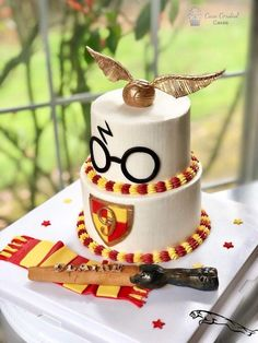 Birthday is a special day for everyone, and a perfect cake will seal the deal. Fantasy fictions create some of the best birthday cake ideas. Surprise your loved one with a creative cake that displays the best features of his/her favorite fantasy fictions! Harry Potter Torte, Harry Potter Desserts, Harry Potter Birthday Cake, 7th Birthday Cakes, Harry Potter Bday, Harry Potter Baby Shower, Harry Potter Food, Birthday Ideas, Birthday Gifts