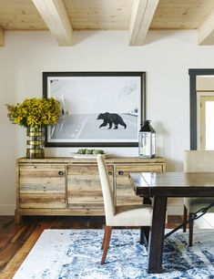 Tour a rustic, industrial winter lodge in upstate New York that might be the ski home of our dreams. Classic Home Decor, Classic House, Modern Classic, Winter Lodge, Cozy Winter, Strip, Country Style Homes, Home Look, Rustic Furniture