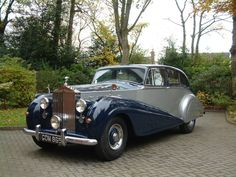 1951 Rolls-Royce Silver Wraith by Park Ward - My old classic car collection Rolls Royce Silver Wraith, Rolls Royce Black, Classic Rolls Royce, Vintage Rolls Royce, Rolls Royce Limousine, Rolls Royce Cars, Retro Cars, Vintage Cars, Antique Cars