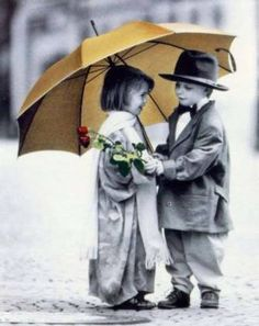 Cute kids with Umbrella Cute Kids, Cute Babies, Innocent Love, Yellow Umbrella, Umbrella Art, Under My Umbrella, Precious Children, Young Love, Romantic Couples