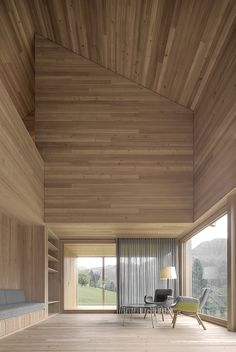 The outer skin of the building is made of rough sawn larch slats in different widths. The inner construction is built out of the same wood but in a planed and sanded implementation.