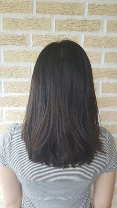 Medium length haircut & hairstyle // cut | style | lob | long bob | straight | side swept bang | layers | layered | smoothing iron | flat iron | brunette | brown | haircolor | color