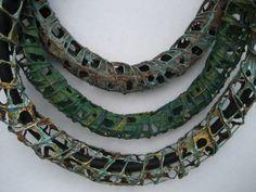 sieraadvormen van papier - Mieke Veerkamp  wire spiral armatue w/paper